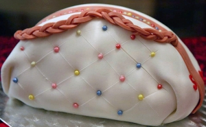 Chanel Bag cake! <3 Used white ready to roll icing and tiny sweets to create the look of a handbag... :D