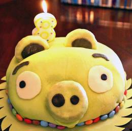 Angry Birds Pig cake
