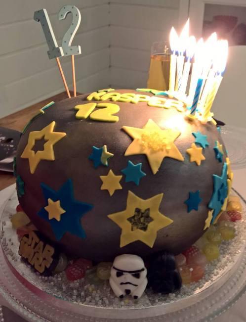 Starwars pinata cake